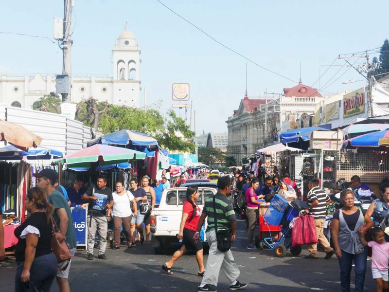 Street markets in 2a Calle Poniente in San Salvador. In the background the cathedral and Iglesia El Rosario can be seen