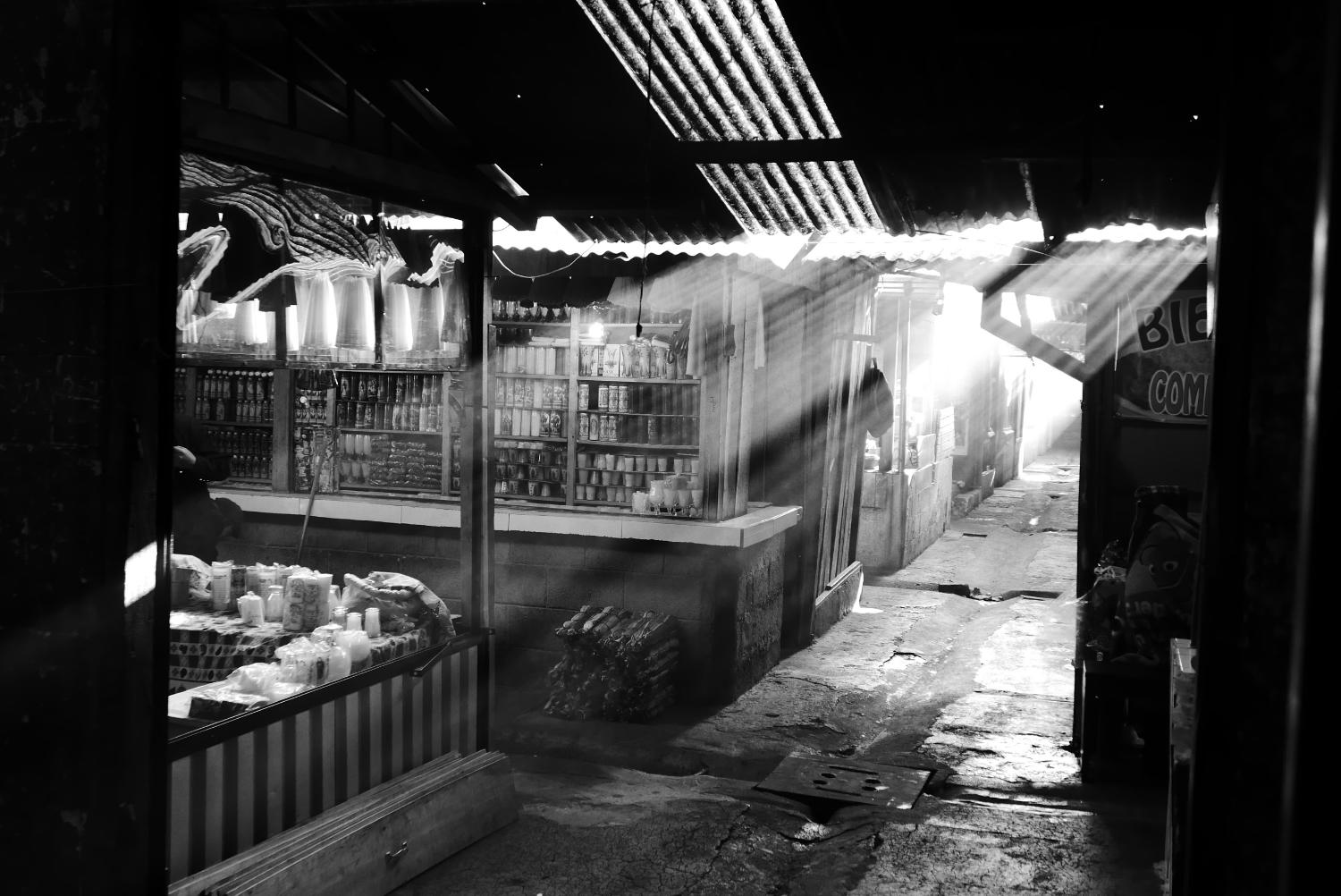 Morning sun in Minerva market in Xela