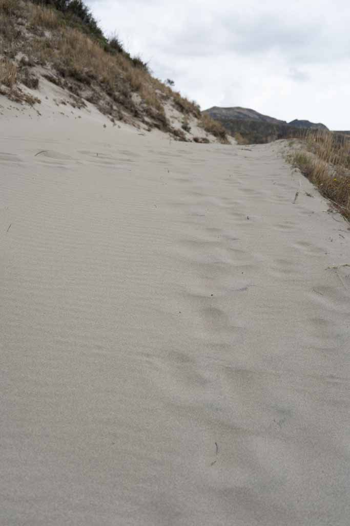 Sand dune on Quilotoa crater mountains, last stretch